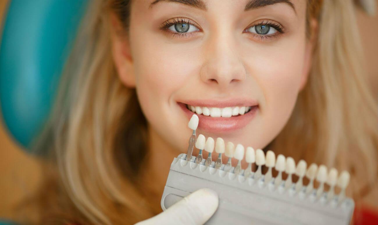 Цвет зубов сочетается с цветом белков глаз