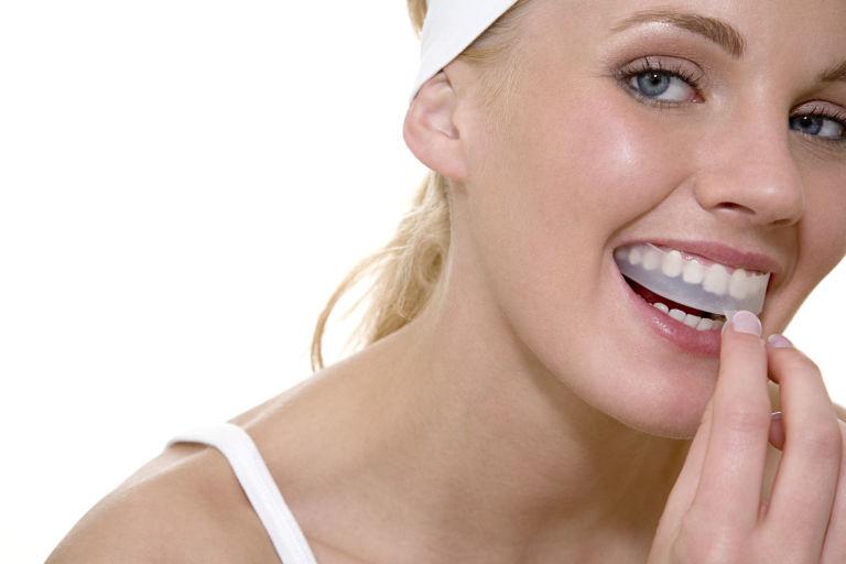 Делаем белые зубы дома